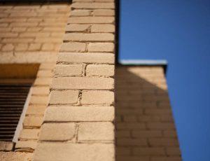 Does brick veneer last long?